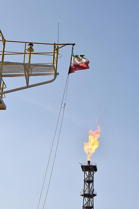 پرچم ایران را بالا نگه می داریم